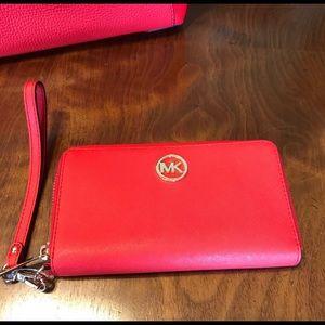 Michael Kors Dk Sangria MF phone Wallet NWT